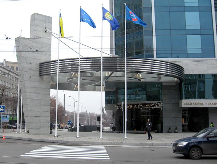 Прапори на вуличних флагштоках